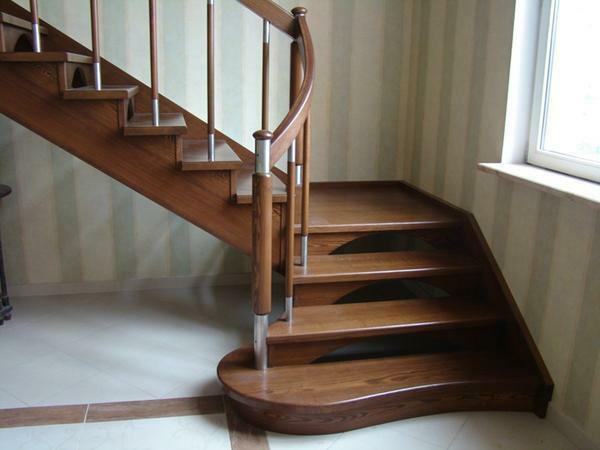 A lift to the second floor is stylish and refined with the help of a wooden corner staircase