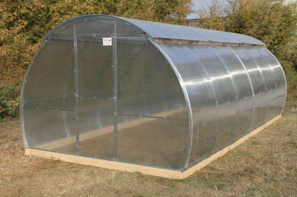 A greenhouse with a recoiling roof has several advantages