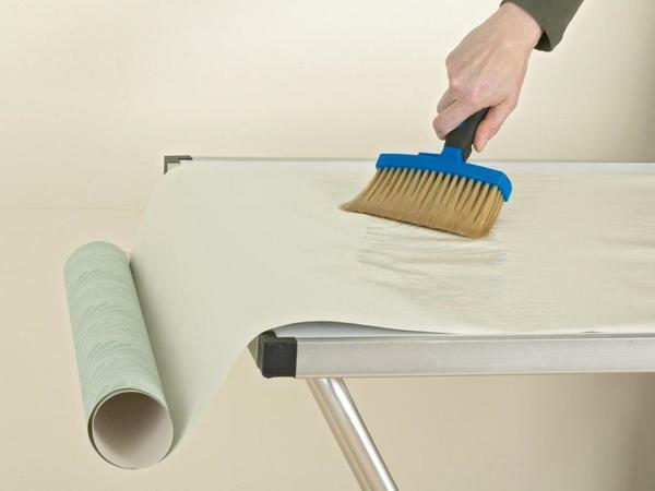 For heavy non-woven wallpaper you should buy a special glue with a bonding effect