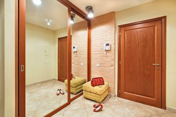 Before proceeding with the design of the corridor, experts recommend in advance to think over the interior of the room