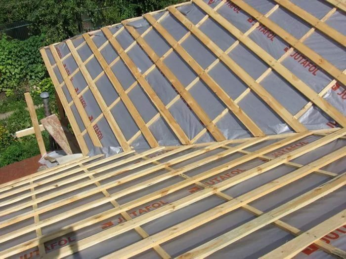 From the choice of waterproofing material depends on the durability of the entire roof