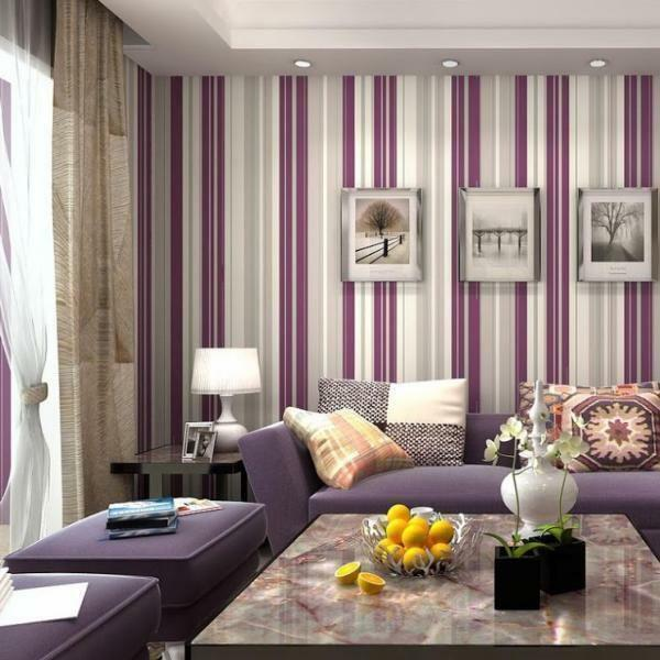 To decorate the living room should be treated with special attention: the correct choice of wallpaper depends on the first impression of the room