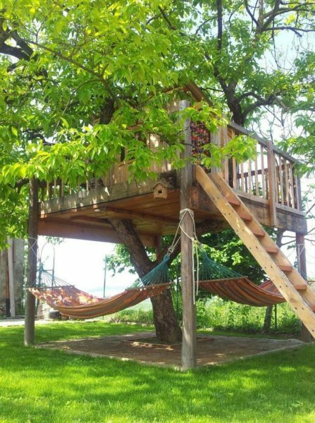 If you live in a private house with a large plot of land, and then your neighbor's kids will be happy to built a tree fairy hut. Under the boardwalk was a place for a couple of hammocks, which will relax the adult family members.
