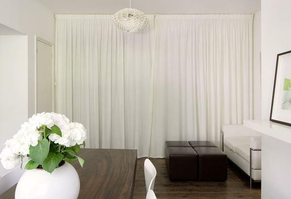 White curtains: photo in the interior, light in the living room, color of melted milk, drapes and curtains for the bedroom