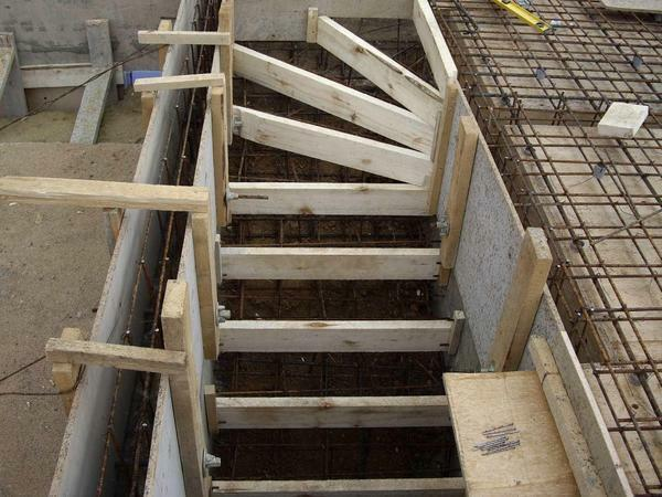 Get a safe and modern staircase made of concrete if you correctly calculate all of its parameters