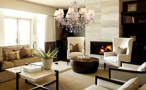 Chandeliers on the ceiling: three flat chandeliers and spots, photo decorations, a rosette under the white long chandelier in the bathroom, the design of the glossy ceiling, how to wash without removing