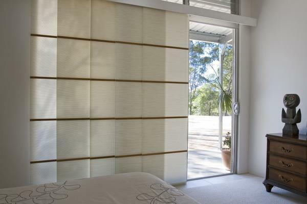Add a modern interior with ease can be the original Japanese curtains, partitions