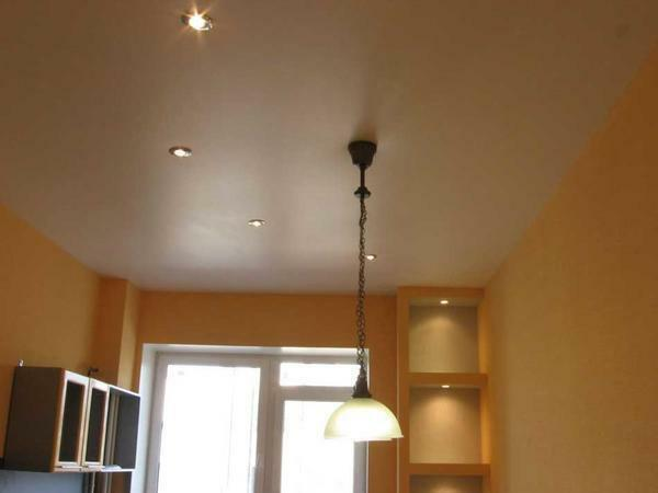 Matte ceiling perfectly tolerates temperature changes in the room