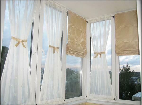 The Roman blind is compact and allows you to significantly change the illumination