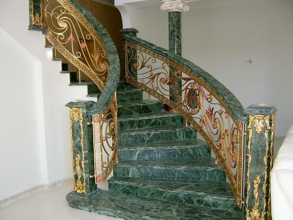 A marble staircase can be made in different colors: black, white, beige, green, etc.