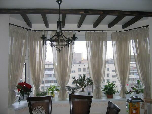 In the combined with the loggia room, the curtain design should not differ from the general interior concept