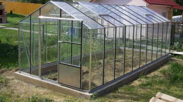 Glass greenhouses: glass from the manufacturer own hands, beautiful metal and glazing with a strawberry film