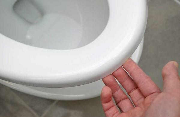 To fix the microlift of the lid of the toilet, it will be necessary first to dismantle the structure
