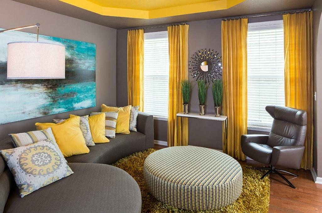 The combination of colors in the interior of the curtains and wallpaper: curtains in the room, which will suit beige, the interior of the living room