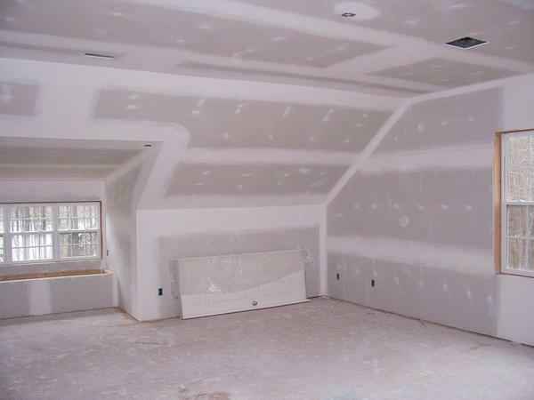 Finishing of plasterboard mansard: floor covering, photo