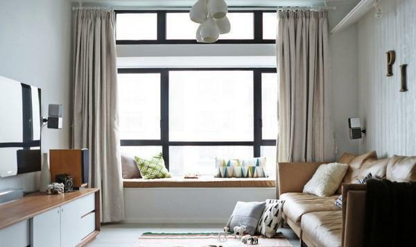 Curtains in the bedroom must necessarily be in harmony with the design of the room