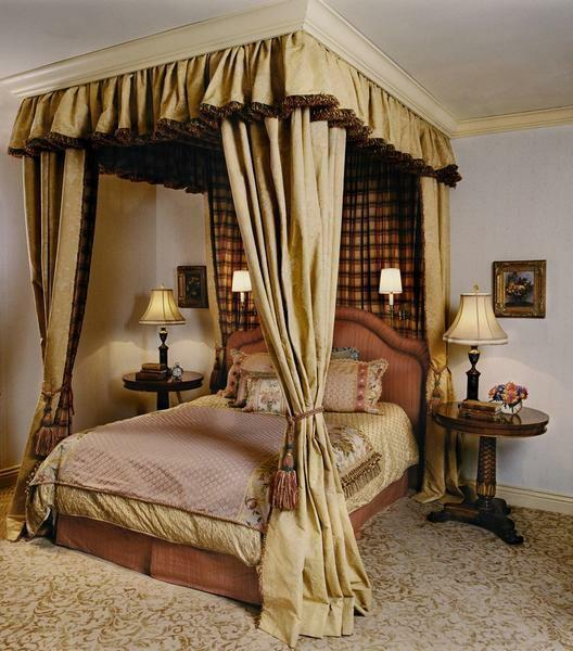 Baldakhin above the bed symbolizes romanticism and comfort, and also gives a delightful sense of security