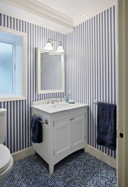 Vertical stripes will enhance the interior border