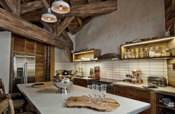 The style of the chalet takes only utensils made of cast iron or copper