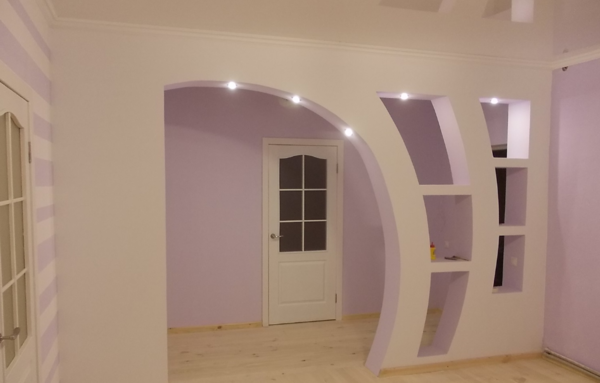 An excellent solution is the installation of spotlights in the plasterboard partitions