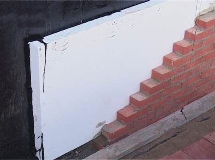 Protection foam using masonry.