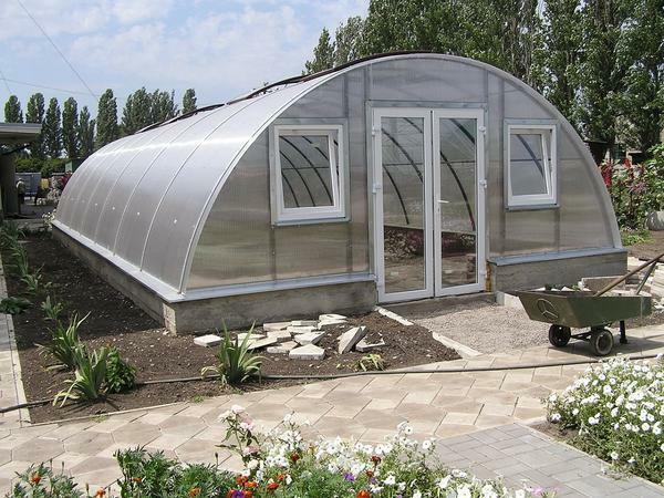 Before buying it is worth reading the reviews about the manufacturer of the greenhouse