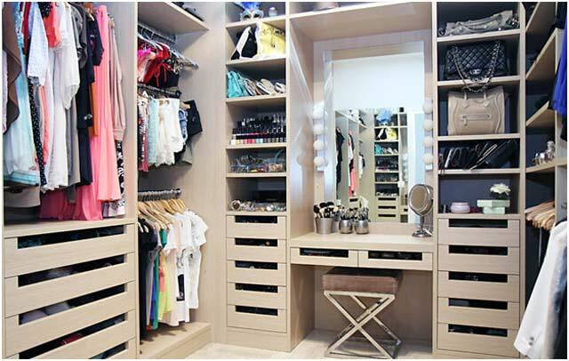 Wardrobe room: photo options, depth in the manufacture of 18 square meters. M, examples and types, the rules of partitions