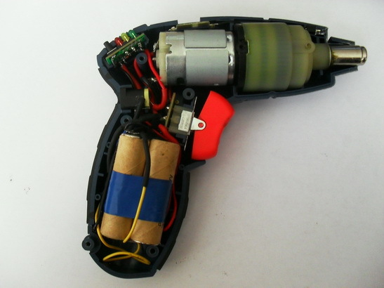 Battery capacity is limited by the number of cans that fit in the handle