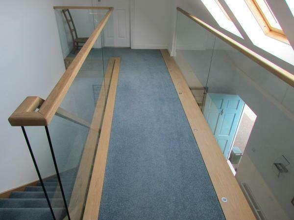 The handrail not only gives the ladder of functionality, but also improves its aesthetic qualities