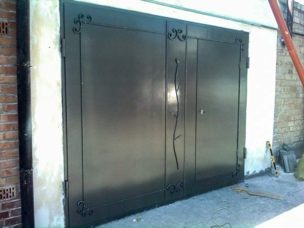 Garage oar gates - the most reliable and time-tested option.