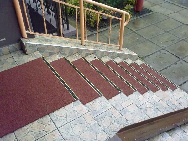 Street staircases: to the second floor for a summer residence, to a private house, anti-slip rubber tiles, making, how to make your own hands wooden and what to cover