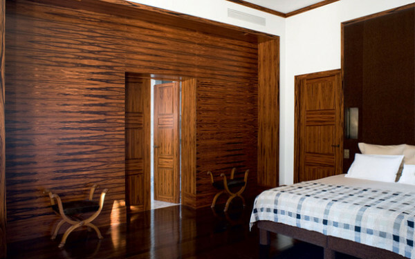 Wooden door in the bedroom - and reliable protection for your holiday