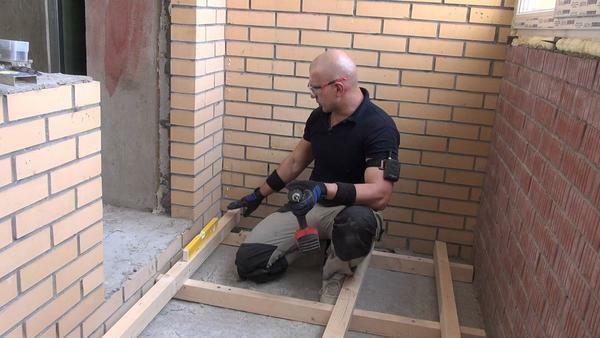 To insulate the floor on the loggia, you must first build a frame or prepare a base