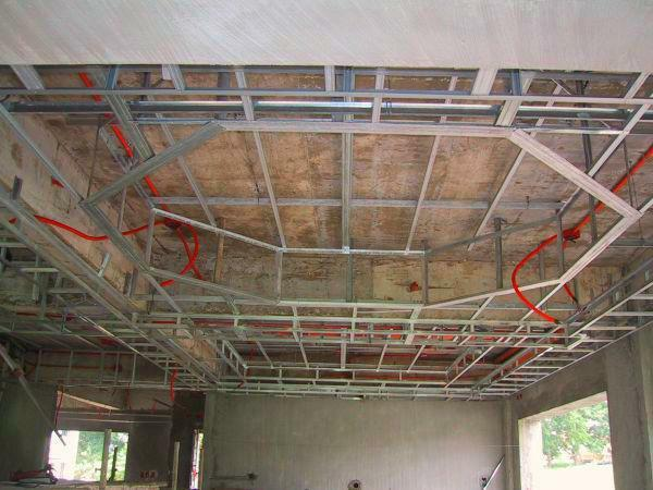 Reechny ceiling can be easily installed with their own hands