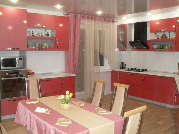 Photo curtains in the kitchen with a balcony door: curtain design, tulle for access to the balcony, window decoration