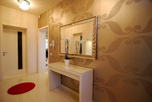 The right choice of wallpaper in the hallway will make its design exclusive and unique