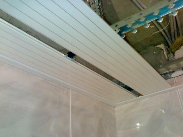 Plastic ceiling is obtained only with a flat surface
