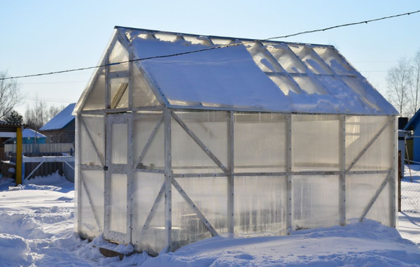 For a homemade greenhouse made of polycarbonate, it is necessary to select the right material