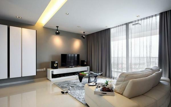 When decorating a living room in a minimalist style, special attention should be paid to the quality of lighting