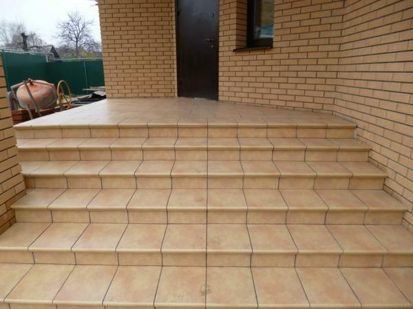 Tiles for stairs: ceramic steps in the house, facing inside, photo of finishing of the risers of clinker and sidewalk