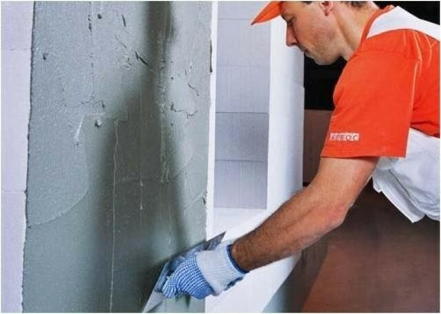 How to putty the walls under the wallpaper properly