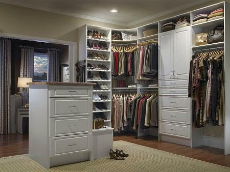 For the dressing room it is necessary to allocate as much space as will be enough for the location of pieces of furniture: cabinets, shelves, walls