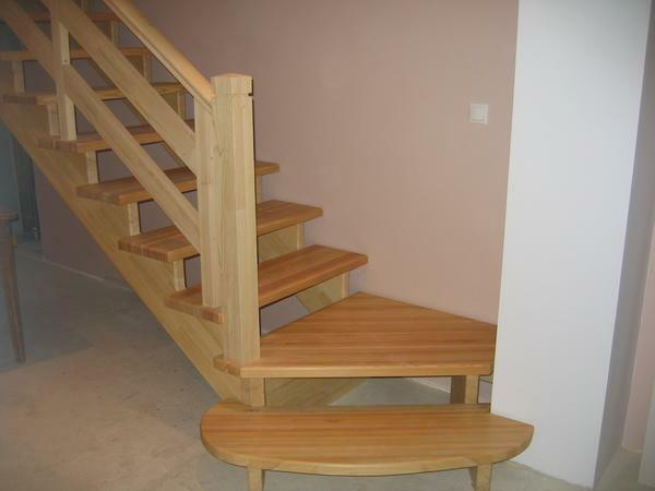 For the construction of wooden stairs will need 2 people