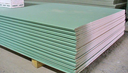 Moisture resistant gypsum board has a gypsum plasterboard and the blue marked characteristic green color coating protected