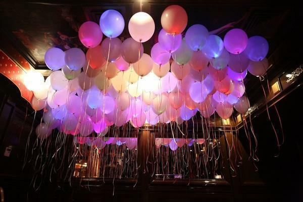 Decoration of the hall with balls: paper with their own hands, how to decorate with balloons, photo without balls with flowers