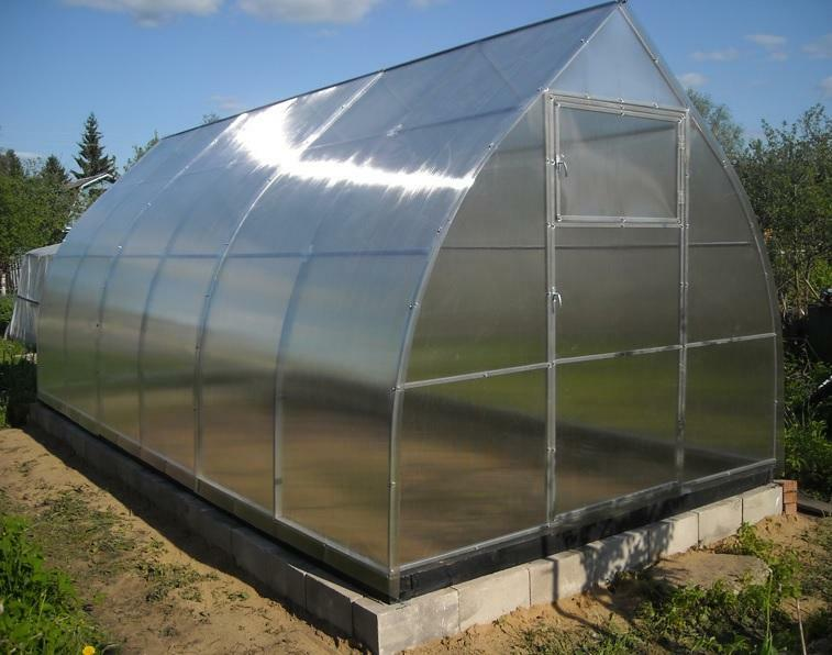 Greenhouse Arrow: Summer from the manufacturer, assembling the greenhouse, Glory and reviews from polycarbonate, video, royal