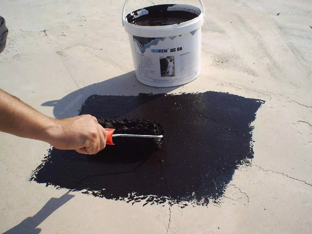 In the photo asphalt mastic - the most expensive of coating waterproofing coating