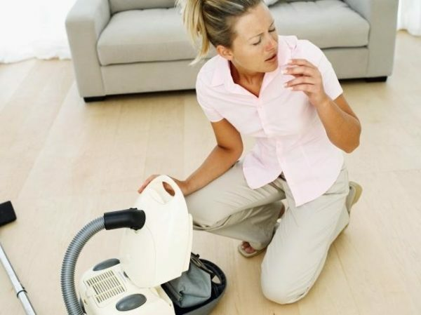 Unlike the conventional apparatus, a vacuum cleaner with a water bulb can help with allergies.