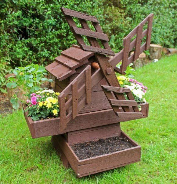 Design can be further decorate flower beds, making it more practical
