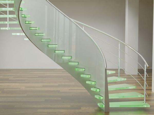 If you decide to install a glass spiral staircase, then special attention should be paid to its quality and safety